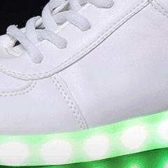 J'ai testé les chaussures à LED de AliExpress