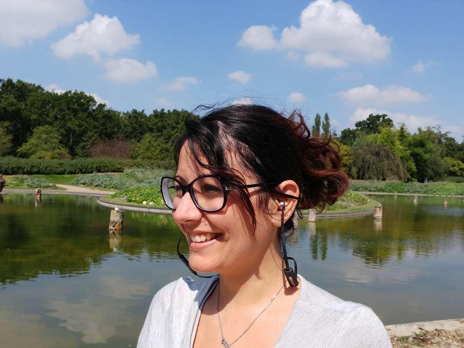 casque sans fil Vasa BLA de Sudio porté par une femme