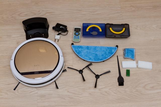 ilife-v5-pro-et-tous-ses-accessoires
