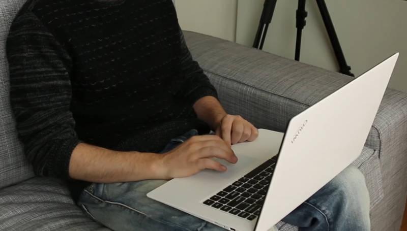 Chuwi Lapbook laptop vue sur mes genoux