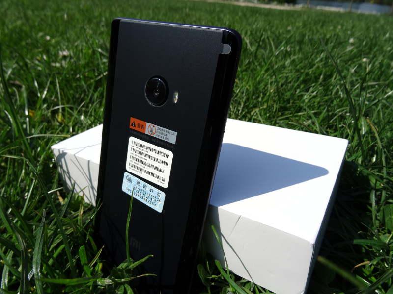 Test Xiaomi Mi Note 2 - dos du smartphone avec capteur photo