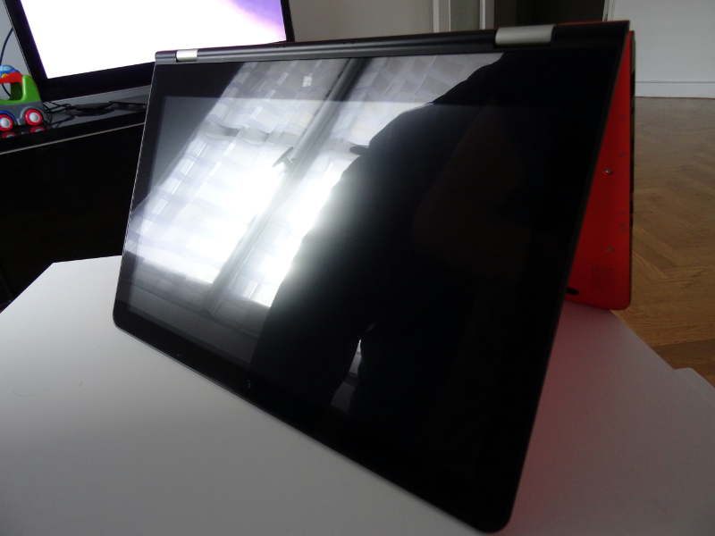 VOYO VBook V3 - mode tablette qui tient toute seule