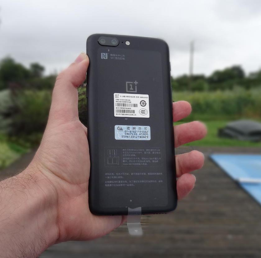 OnePlus 5 - arrière du smartphone