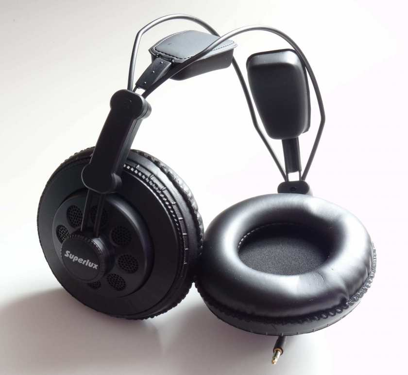 Superlux HD668B - écouteur et mousse isolante