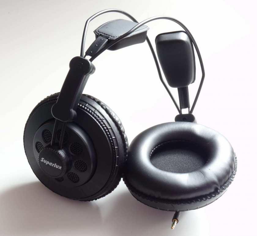 Superlux HD668B - écouteur et mousse isolante
