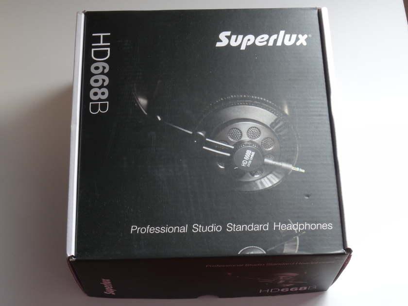 Superlux HD668B - boite