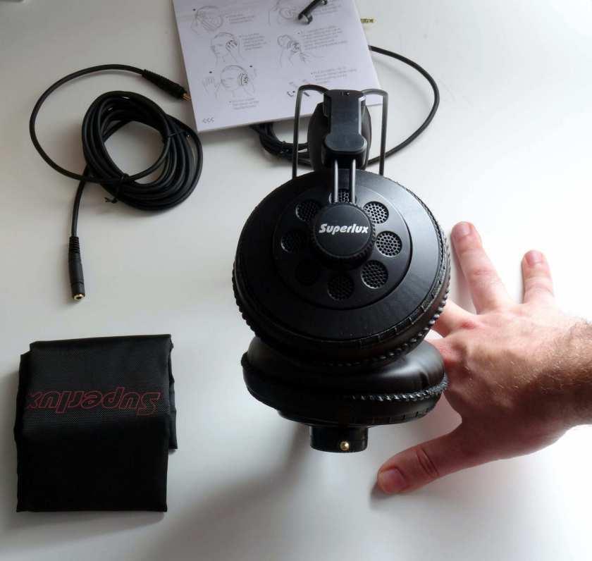 Superlux HD668B - profil du casque studio