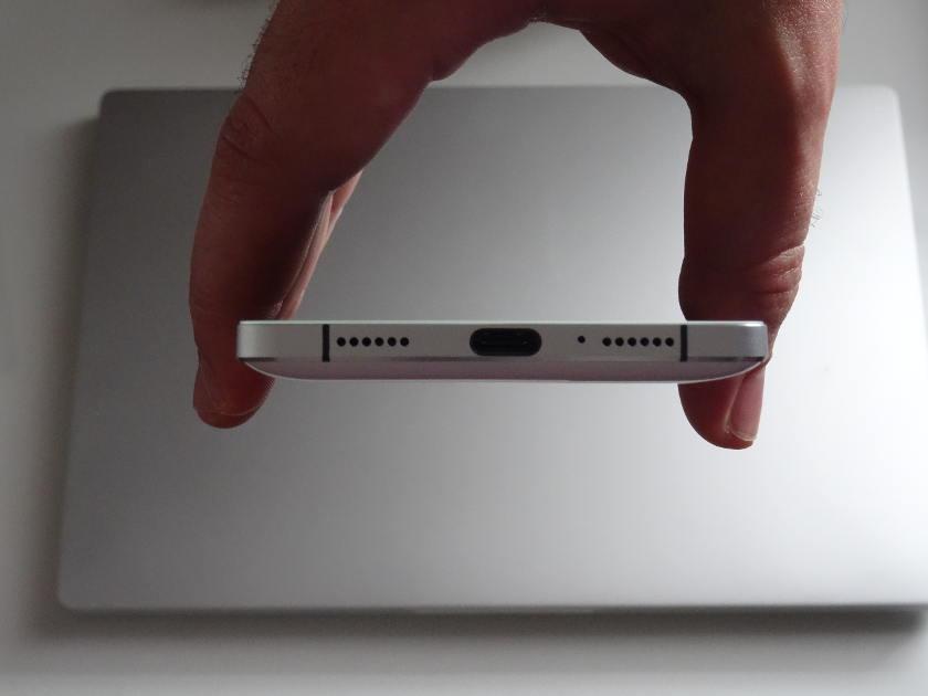 Elephone P9000 - prise usb c et haut parleur