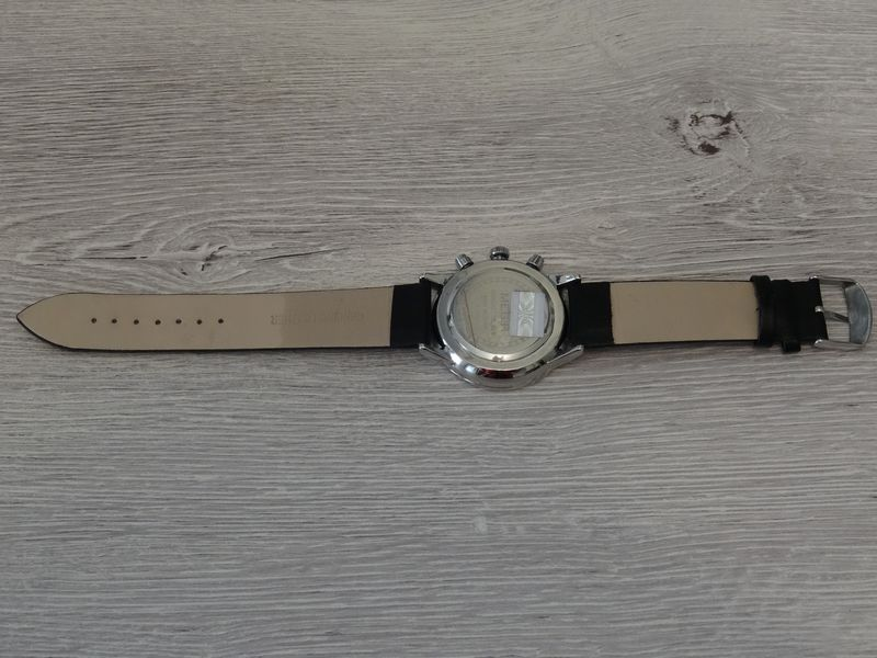 Montre MEGIR 2011 - dos et bracelet en cuir