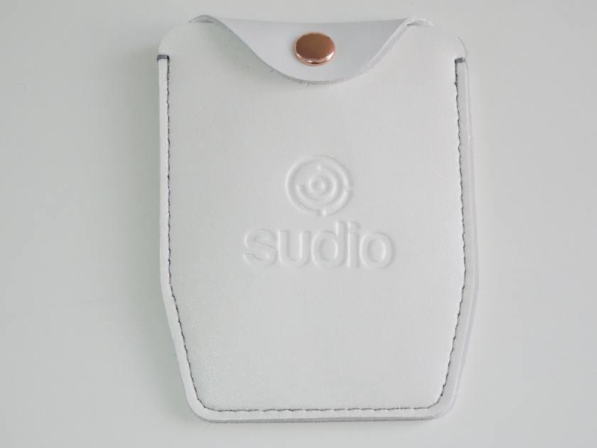 Ecouteur Sudio TRE - pochette en cuir