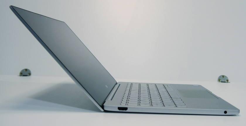 PC Portable Xiaomi air 12 gris - profil et finesse
