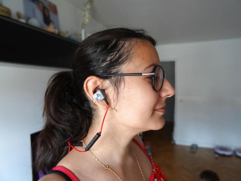test ecouteur sport bluetooth Meizu EP51 - portés par une femme
