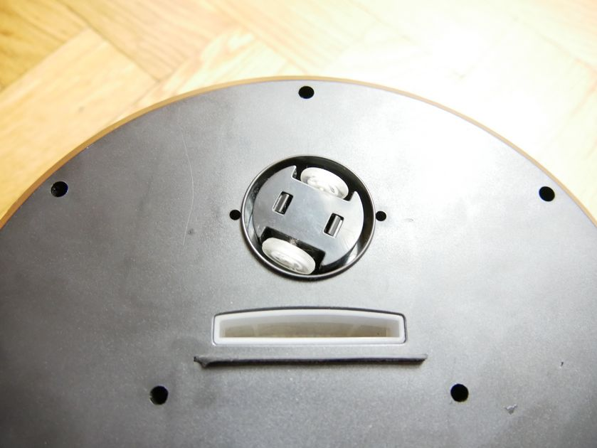 test-aspirateur-robot-Holmark-USB-buche aspiration