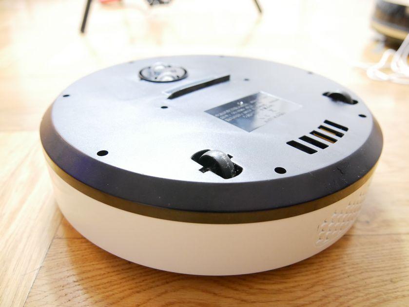 test-aspirateur-robot-Holmark-USB-roues