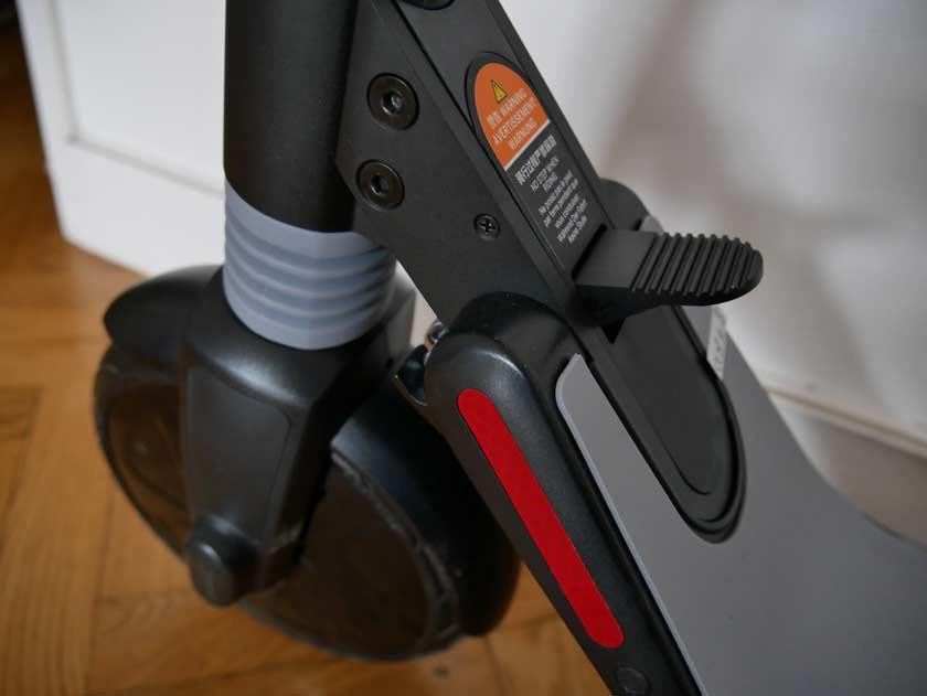 Segway Ninebot ES1 manette de pliage au pied