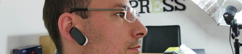 V08-Smart-Bracelet-dans-oreille.jpg