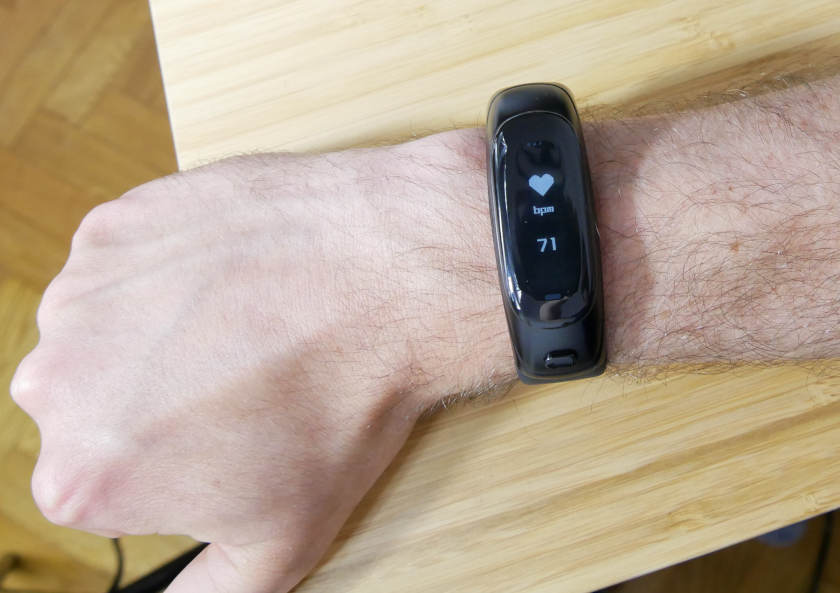 V08-Smart-Bracelet-moniteur-cardiaque