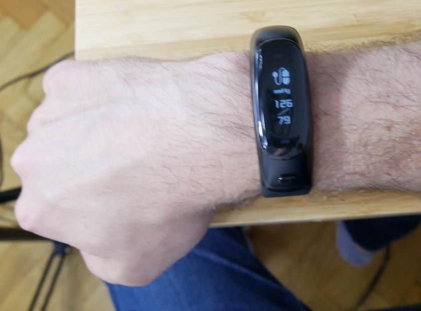 V08-Smart-Bracelet-tensiomètre.jpg